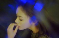 林允深夜晒迷离美照疑似冯绍峰拍的 被指