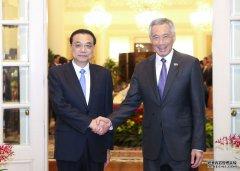 李克强同新加坡总理李显龙举行会