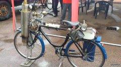 """62岁大爷研制""""蒸汽机""""自行车,不用油"""