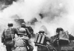 对越战争,他双腿被炸断就爬着战斗,牺