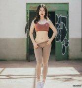 丰满成熟的紧身打底裤美女,身姿凹凸有