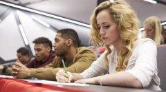 有趣:女性念大学最合算 职业收入水平高