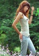 牛仔裤的搭配展现独具特色的少女风范,