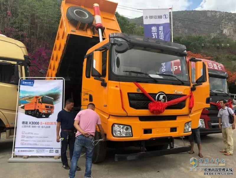 陕汽德龙X3000 6×4自卸车