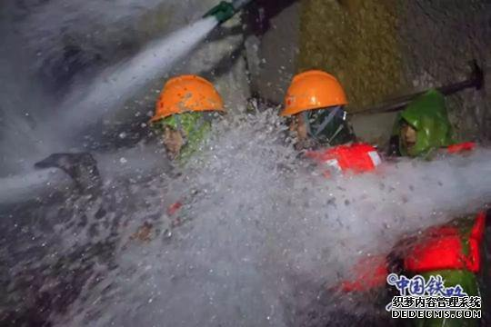 """11年,""""中国最难隧道""""贯通了!(4)"""