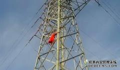 女子身着红裙 赤脚爬上高电塔轻生 被劝