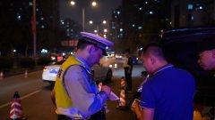 昨夜今晨,上海街头多处公安设卡临检,