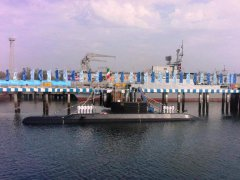 伊朗新型国产潜艇列装 导弹射程覆盖美以