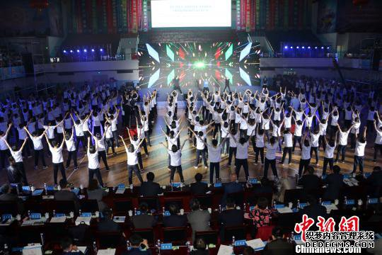 中俄青少年体育健身大型互动展演现场。 徐巧明 摄