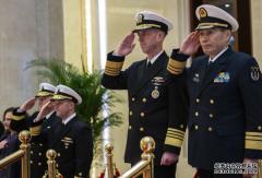 导弹试验后,美海军部长与我海军司令通