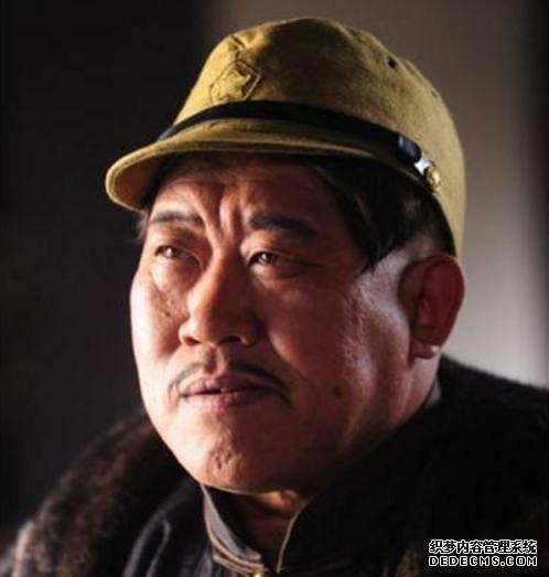 中央美院的陈奕天表演魔术 王岳伦做导演 他常演汉奸