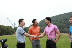 乐动体育负责人视察爱丁堡高尔夫训练中