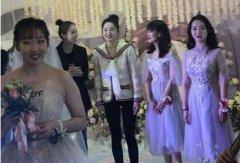 娜扎接到新娘捧花 难道好事也不远了?