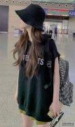 机场偶遇赵露思,她穿的