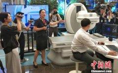 中外记者齐聚北京移动 感受5G前沿科技