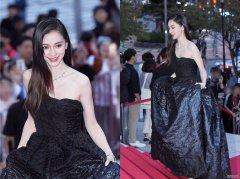 Baby参加釜山电影节,身穿黑色礼服高贵优