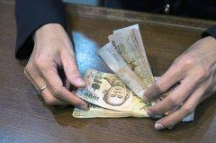 泰国总理:政府考虑以支出美元的办法来